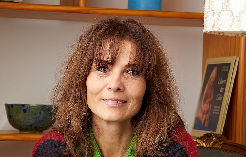 8-Gabriela-Mathys-Portrait-min.jpg
