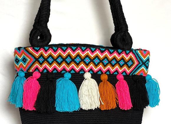 Wayuu Unicolor with Macrame as Accessory