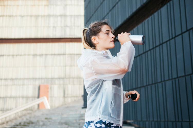 sporty-woman-with-rainjacket-urban-envir