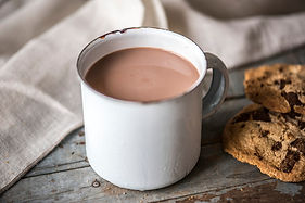 hot-chocolate-with-chocolate-chip-cookie