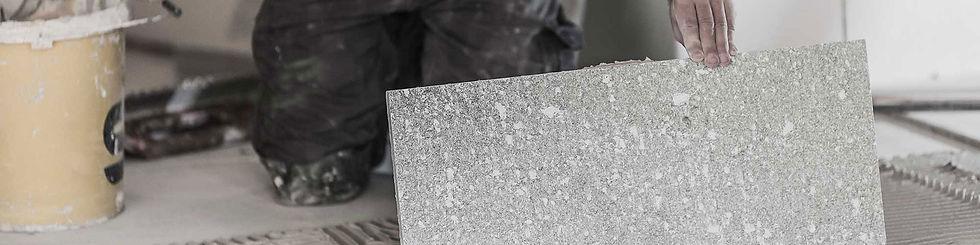 Steinplatte am Boden