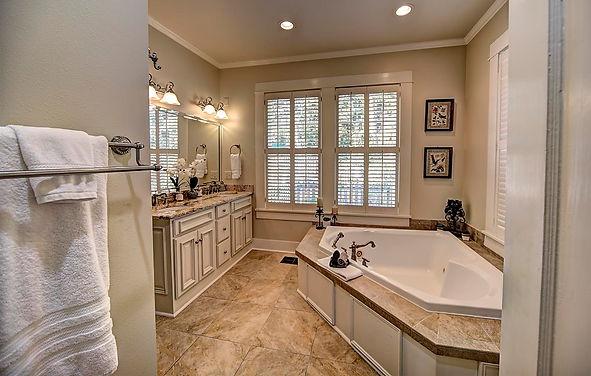Audubon bath tub view_garden.jpg