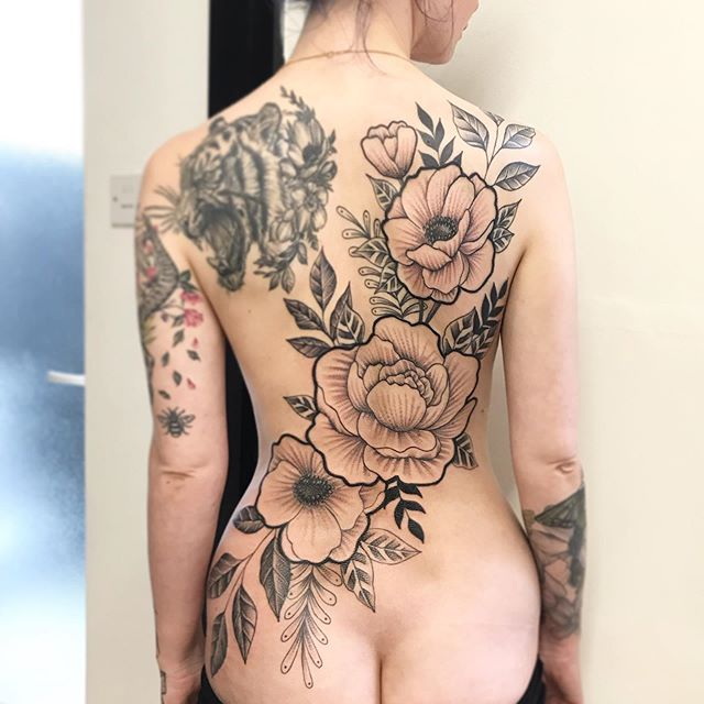 Floral back piece by _samkitchiner 🤘 _d