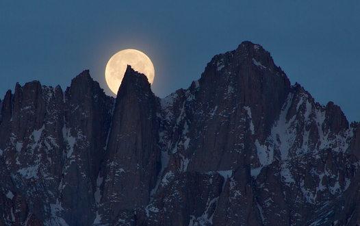 Sierra Moonset