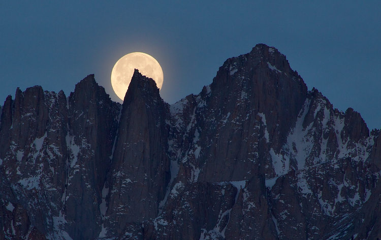 Sierra Moonset