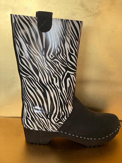 מגפיים בסגנון מזוברר , שחור לבן