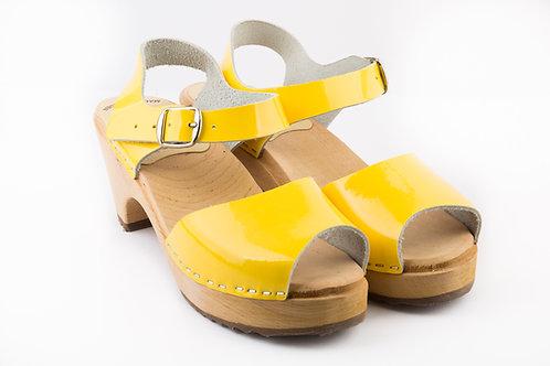 סנדל גבוה צהוב לק
