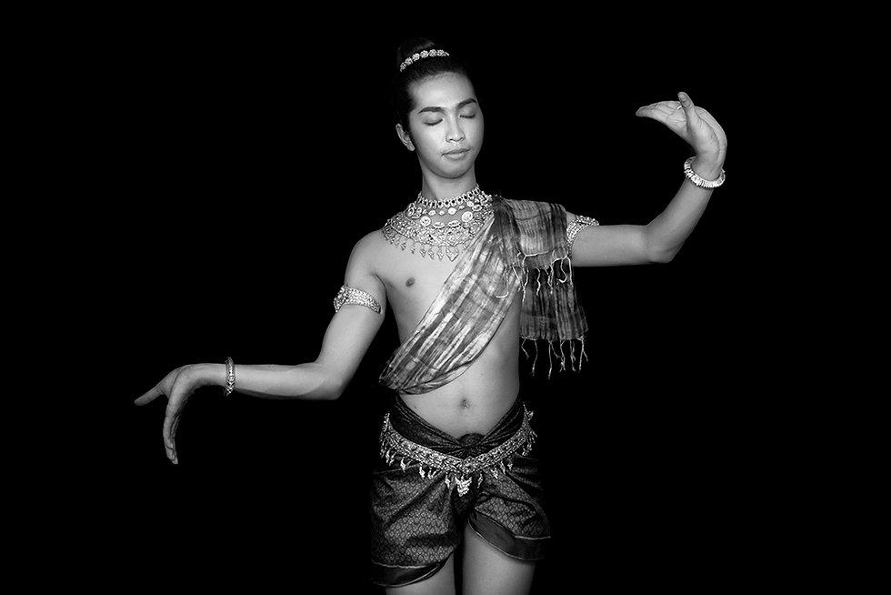 Padmaguru, dancer of Prumsodun Ok & NATYARASA. Photo: Nobuyuki Arai.