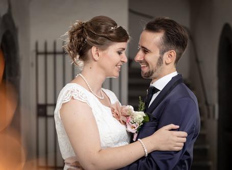 Zivile Hochzeit in Chur mit Brautpaarshooting im Schloss Haldenstein