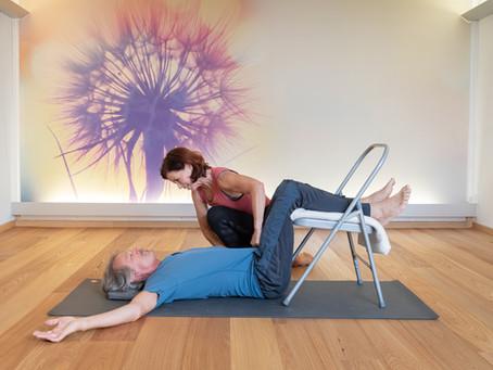 Hilfsmittel beim Iyengar Yoga