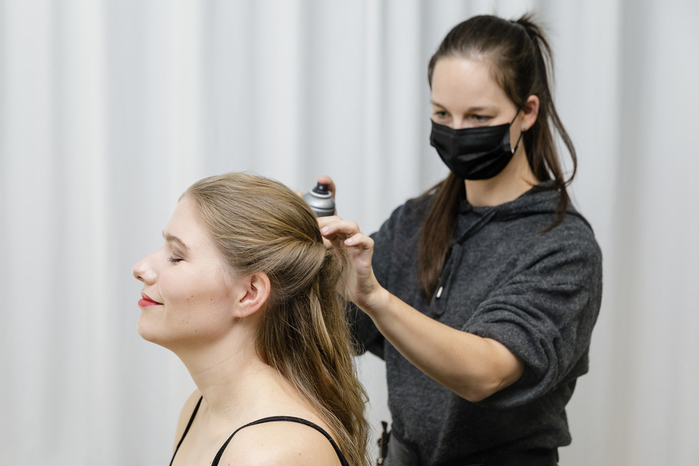 professionelles Hairstyling & Makeup
