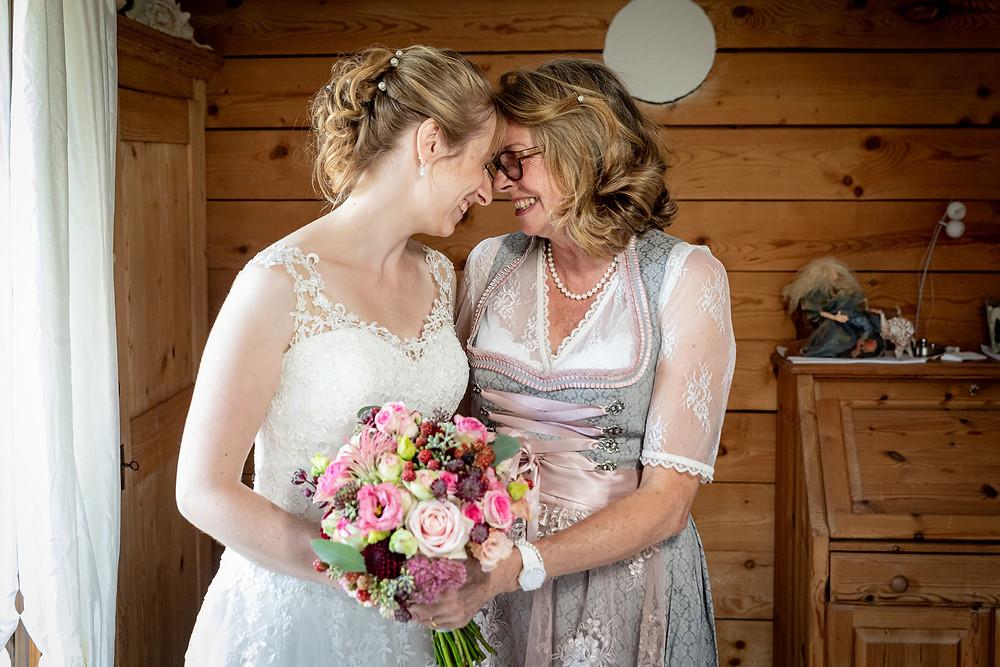 Braut und Brautmutter Hochzeitsfotos