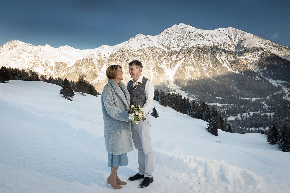 Brautpaarbild mit Bergpanorama