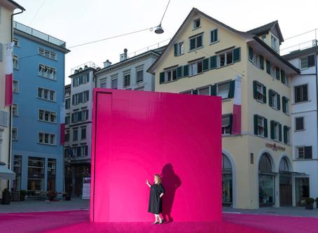 """Black in Pink"" mit Curvymodel Manuela Orlik - eine Fotoserie"