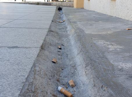 Cigarros, beatas, lixo