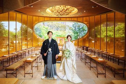 椿山荘庭園内神殿持ち込みカメラマン梅田厚樹.jpg
