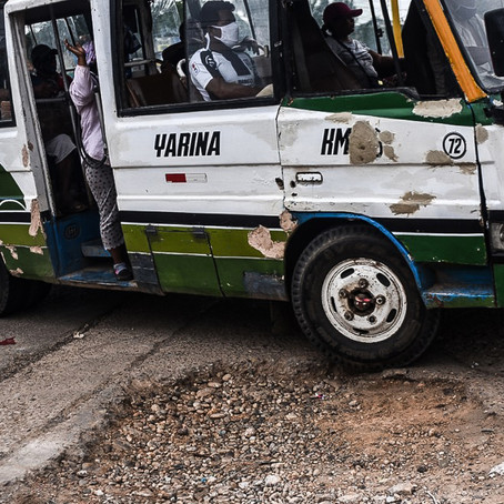 Cruce donde ocurrió accidente de tránsito en Yarinacocha continua con enorme bache