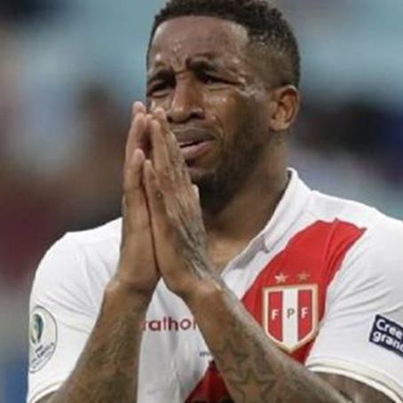 Farfán se perderá las Eliminatorias y Copa América por lesión en la rodilla