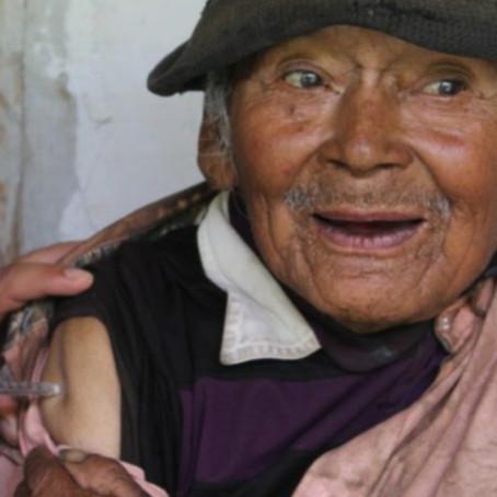 El hombre más longevo del Perú fue vacunado contra la COVID-19