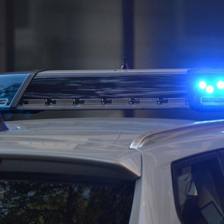 Ladrones llaman accidentalmente a la policía mientras roban y acaban arrestados