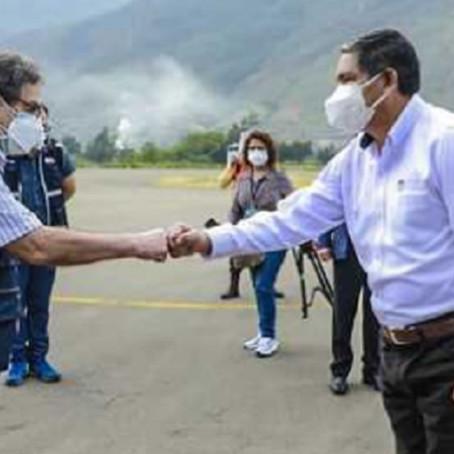 Ministro de Salud Óscar Ugarte llegó a Huánuco con 6,325 vacunas contra el COVID-19