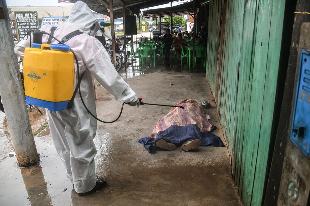 Frente a La Veredita, presunto muerto por COVID-19, sería un lapidario trabajador que tenia comorbilidades. FOTO|  Hildebrandt en sus trece/ Hugo Alejos.