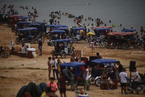 31 Las playas abarrotadas de gente marca