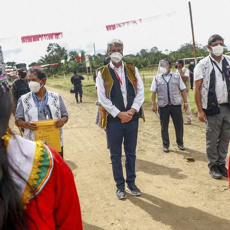 Presidente Sagasti llegó a Pucallpa con vacunas AstraZeneca para vacunación de adultos mayores