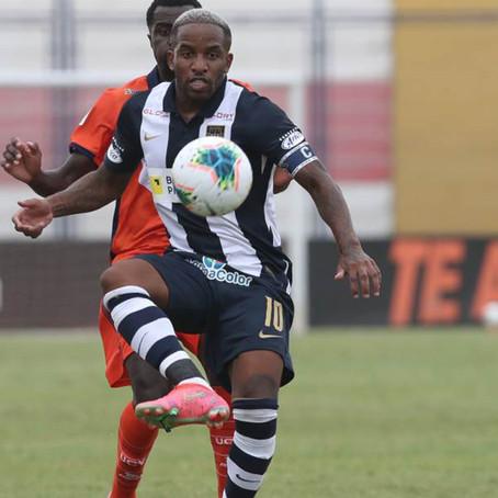 Farfán cumplió 100 partidos con Alianza Lima y lució cinta especial de capitán