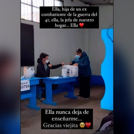 Daniela Darcourt acompañó a su abuela a votar
