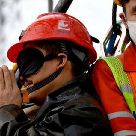 Rescatan a 11 mineros atrapados bajo tierra  en China
