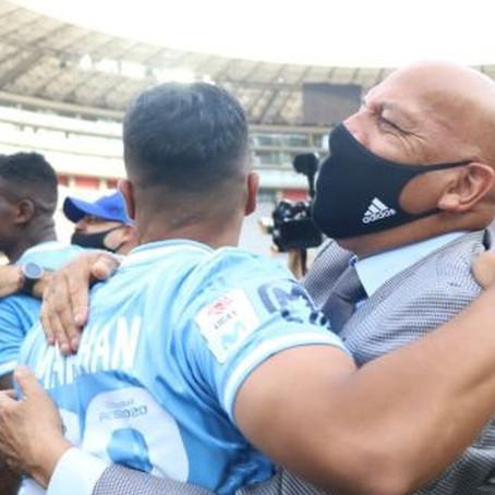 Por dos años más, Roberto Mosquera, seguirá como técnico de Cristal