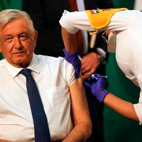 Presidente de México recibió primera dosis de vacuna Astrazeneca contra la COVID - 19