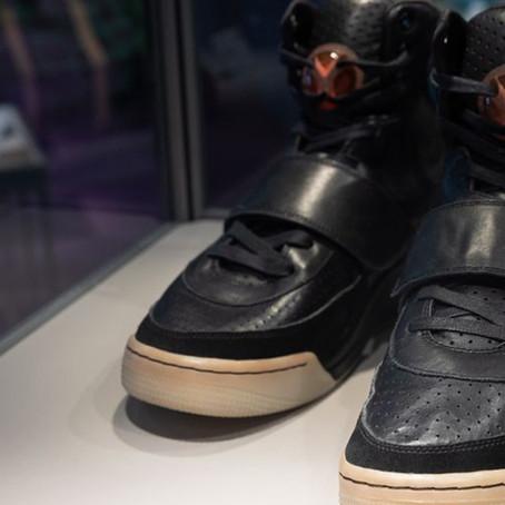 Subastan primeras zapatillas diseñadas por Kanye West para Nike