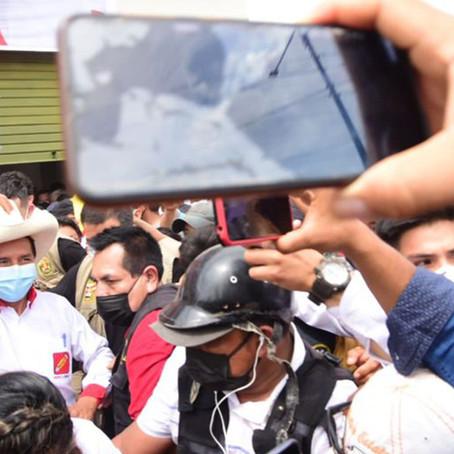 Proclama Ciudadana fue firmaba por Pedro Castillo frente a sus simpatizantes