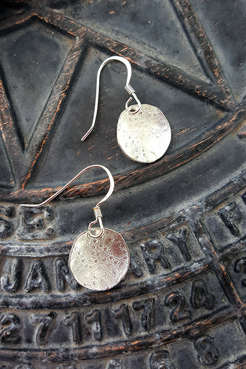 Small Dotted Disc Earrings: Silver