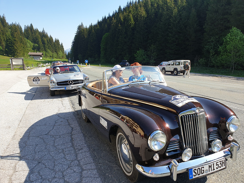 Kitzbühler Alpenrally 2019 Sunbeam Alpine Mark I Liuba Tsepeleva and new friend