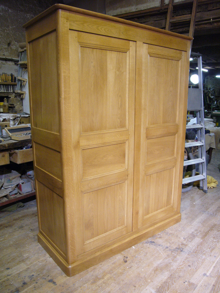 armoire fermée en chêne