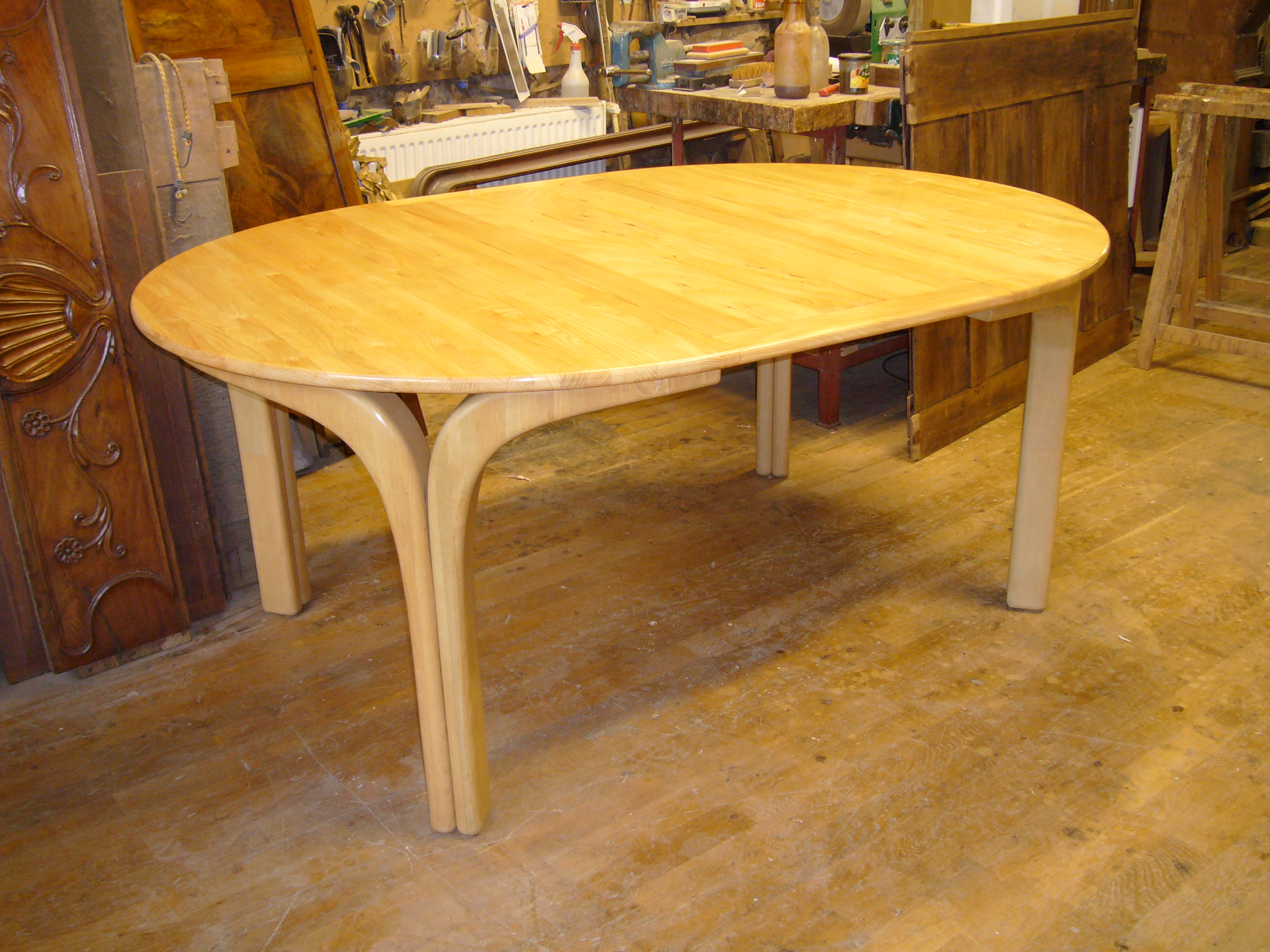 table contemporaine en frêne