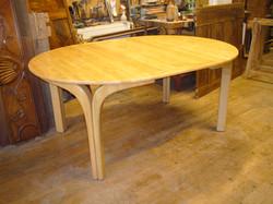 table contemporaine en frêne