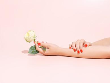 Het houden van een roos