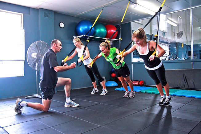 Group_Personal_Training_at_a_Gym.jpg