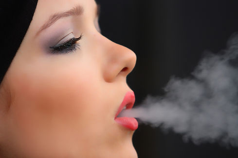 girl-smoke-cigarette-2198839_1920.jpg