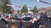 Депутат Госдумы Заур Аскендеров поздравил Мамедкалинских школьников с Днем знаний