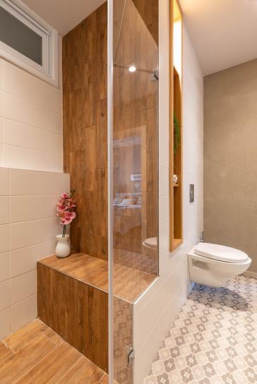 חדר רחצה הורים, ספסל ישיבה במקלחת