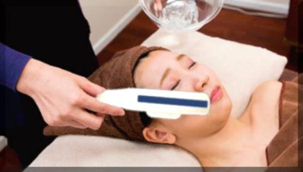 最新脱毛機での顔脱毛の施術