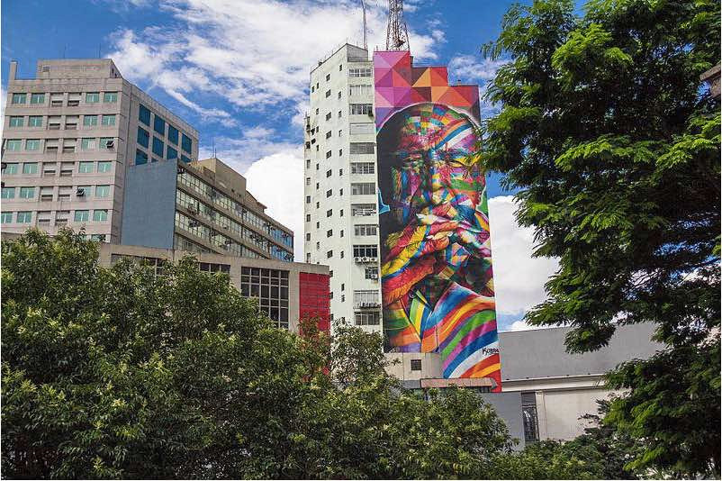 a big mural representing the architect Oscar Niemeyer