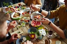 איך להנות מארוחות החג בלי רגשות אשם