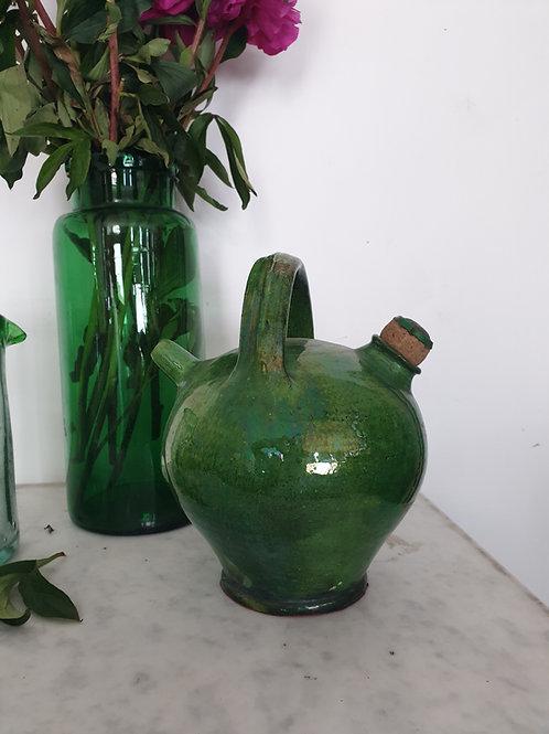 Cruche en terre cuite vernissée verte