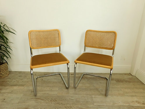 2 chaises Breuer B32, assise velours ocre